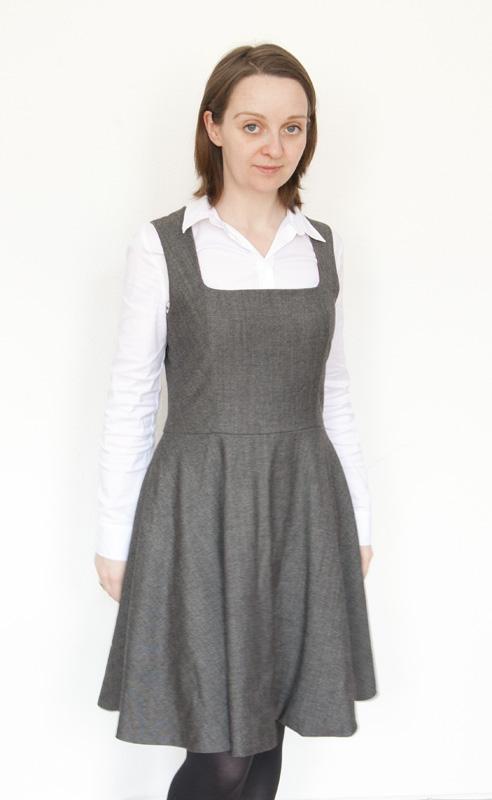 Graues Vintage-Trägerkleid mit Tellerrock