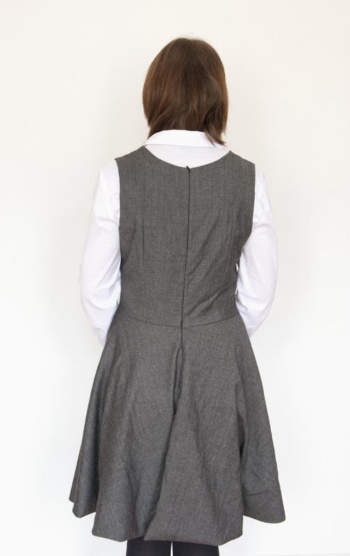 Trägerkleid in der Rückenansicht