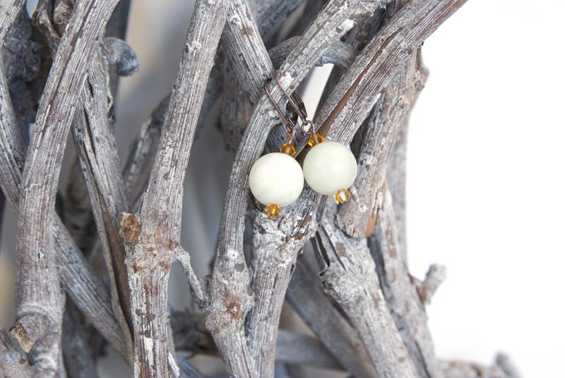 Ohrringe einfach selber basteln aus Jade, Swarovski-Kristallen und Brisuren in Alt-Kupfer