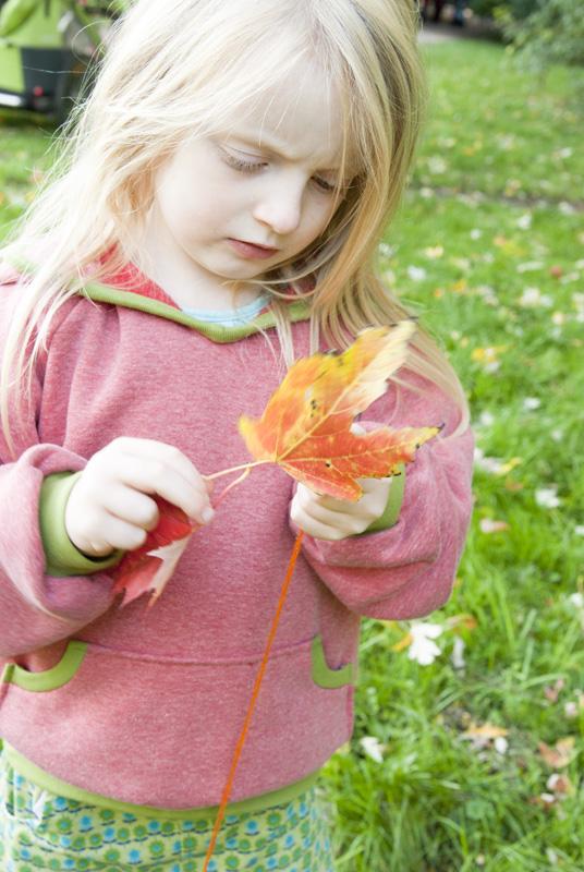 Herbstsachen für Kinder nähen - Hoodie und Cordrock