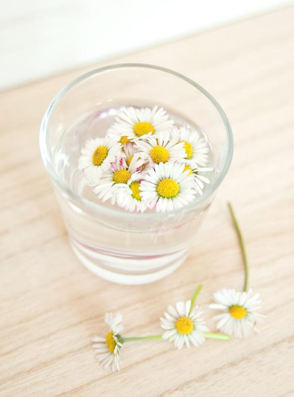 Bastelideen für Ostern - schwimmende Frühlingsblumen