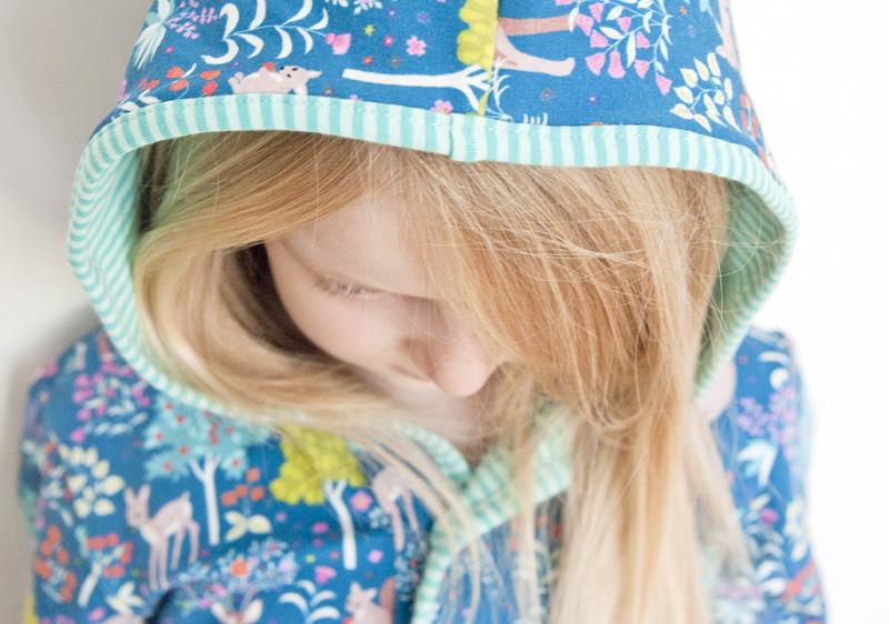 Kapuze - Winterkleid für Mädchen