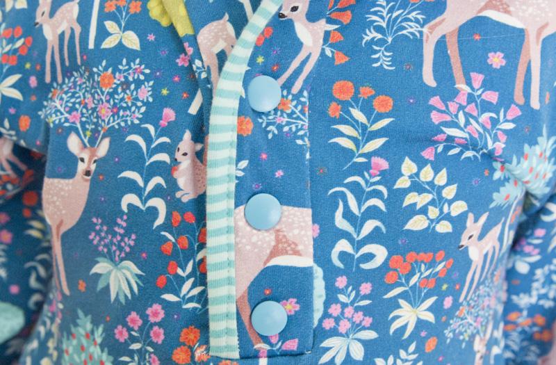 Knopfleiste - Winterkleid für Mädchen