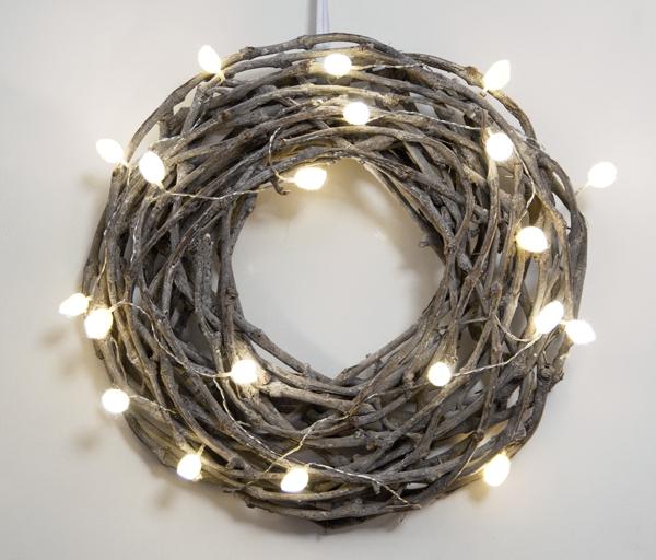 Lichterkette mit Seidenraupenkokons